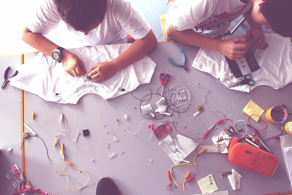 Jugendliche entwerfen Wearables!